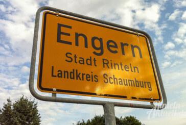 Abwasserbetrieb spült Kanalleitungen in Engern