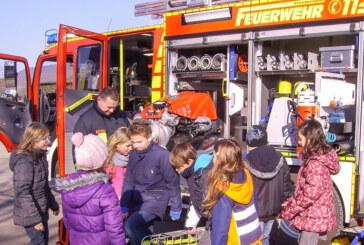 """Zu Besuch: Dritte Klassen der Grundschule Deckbergen lernen """"interaktiv"""" bei der Feuerwehr"""