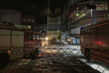 Wannenleck bei OI Rinteln: 150 Feuerwehrleute kämpften stundenlang gegen flüssiges Glas