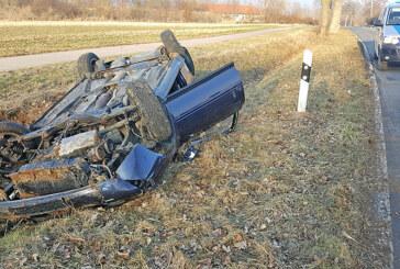 Bei Kleinenwieden: Audi überschlagen, Fahrer (19) verletzt