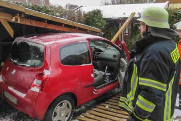 Glätteunfall in Steinbergen: Carport-Dach stürzt auf Auto