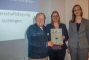 Ehrenurkunden und Büchertisch: Rintelner Verein für Städtepartnerschaften wird ausgezeichnet