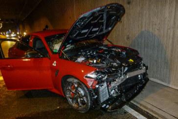 Weserauentunnel: Alfa Romeo kracht gegen Tunnelwand