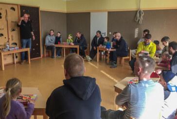 Kleine und große Magnetarchitekten bauen beim Vater-Kind Workshop in der Nordstadt-Kita