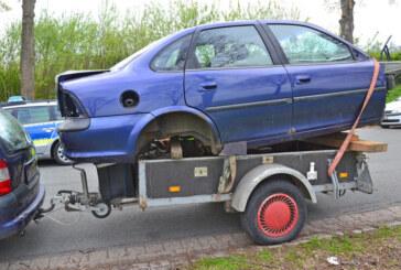 B65: Polizei zieht abenteuerlichen Autotransport aus dem Verkehr