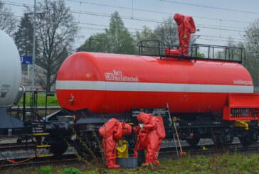 Umweltschutzeinheit der Kreisfeuerwehr übt Gefahrguteinsatz bei Deutscher Bahn