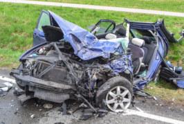 Auetal: Schwerer Verkehrsunfall auf der L439, ein Autofahrer (29) tot
