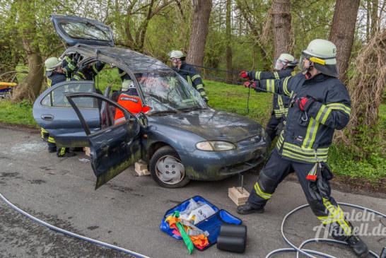 Zwei Verletzte bei Verkehrsunfall: Realistische Übung von Feuerwehr Exten und DRK Rettungsdienst