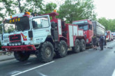 Vor Baustellenampel auf B83: LKW schiebt wartende Fahrzeuge aufeinander, mehrere Verletzte