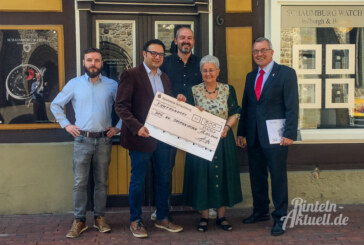 Immer noch aktiv: 500 Euro Spende für Tafel-Arbeit des DRK an Irmtraut Exner überreicht