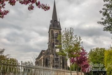 An Kirche herumgeklettert: Sechs Jugendliche in luftiger Höhe