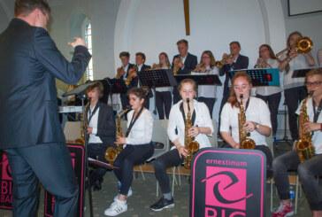 25 Jahre Städtepartnerschaft: Ernestinum Bigband überzeugt in Kendal bei Bierfestival und bei Konzert mit Gospelchor