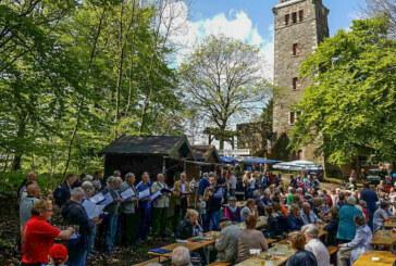 Hoch oben auf dem Berg: Traditionelles Klippenturmfest am 12. Mai