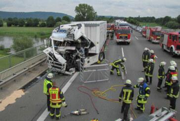 A2: Zwei Verletzte bei LKW-Unfall an Stau-Ende