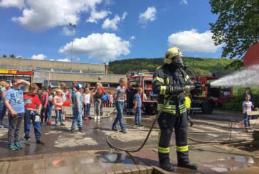 Feuerwehr zum Anfassen: Aktionstag der Brandschützer an der Grundschule Deckbergen