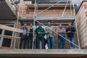 Drei Wohnungen mit Fachwerk: Neubau in der Bäckerstraße 58 feiert Richtfest