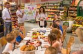 Mit Frühstück im Combi-Markt: Comenius-Kindergartenkinder blicken hinter die Kulissen