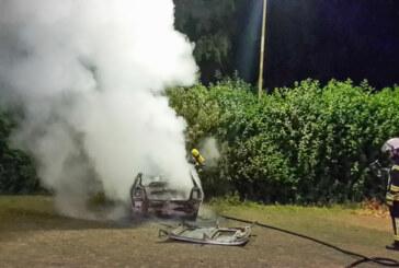 Feuer bei der Feuerwehr: Übungs-PKW geht in Flammen auf