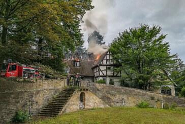 Feuer auf Schloss Arensburg: Feuerwehr verhindert Ausbreiten der Flammen