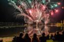 Doktorsee in Flammen mit Petry-Hits, Robbie Williams Coversongs und farbenfrohem Feuerwerk