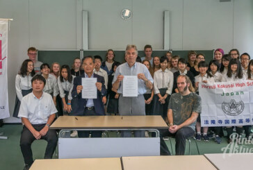 Rintelner Ernestinum und japanische Horyuji Kokusai High School unterzeichnen Freundschaftsvertrag