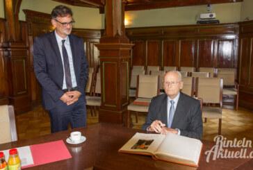 Eintrag ins goldene Buch: Ex-VW Vorstand Prof. Carl H. Hahn zu Besuch in Rinteln