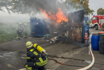 Feuer am Recyclinghof Rinteln: Müllcontainer in Flammen