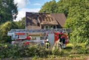 Feuer im Dachstuhl eines leer stehenden Hauses