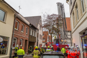 Enge Straße: Wohnungsbrand in Altstadt löst Feuerwehreinsatz aus