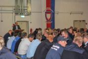 Landrat Jörg Farr bedankt sich bei Feuerwehrleuten für Hochwasser-Einsatz in der Region Hildesheim