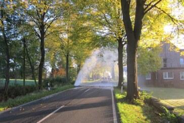 Auetal: Wasserfontäne nach Rohrbruch