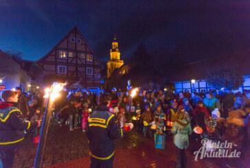 Martinsumzug am 11.11.: Mit Fackeln und Gesang durch die Rintelner Altstadt