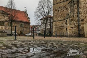 Poller gegen zugeparkte Kirche