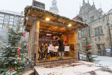 Mit Unterstützung von Frau Holle: Saxophon-Ensemble der KJMS spielt auf Rintelner Adventszauber