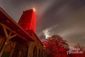 """15 Jahre """"Rintelner Adventskerze"""": Klippenturm-Beleuchtung zu Weihnachten"""