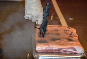 Schussversuche auf Schweinerippe: Knall, Pfefferwolke und fürchterliche Verletzungen
