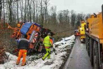 Winterdienst-Fahrzeug am Taubenberg erfolgreich geborgen