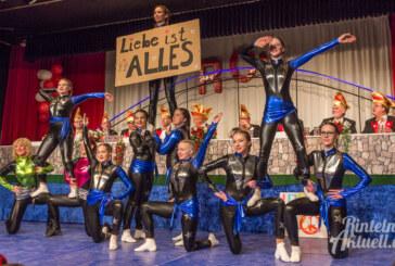 Mit Tanz und Gesang: RCV-Karnevalswochenende im Brückentorsaal startet bunt und furios