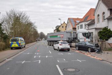 LKW fährt gegen Haus: B83 stundenlang gesperrt