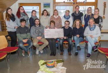 Angehende Altenpfleger spenden 400 Euro an Hospizverein Rinteln