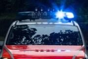 Auetal: Auto überschlägt sich, Fahrerin (18) wird verletzt