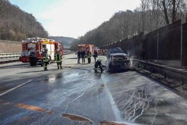 Unfall im Osterreiseverkehr: Drei Verletzte und lange Staus bei Karambolage auf A2