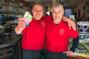 Da kommt sogar der Postbote zum Knuddeln vorbei: Eiscafé Venezia läutet Frühling in Rinteln ein