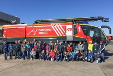 """100 """"KNAXianer"""" bei Sparkassen-Ausflug zum Flughafen Hannover"""