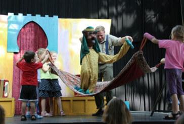 """""""Das Kamel aus dem Fingerhut"""": Mitspieltheater für Kinder im Familienzentrum"""