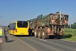 Rinteln: Bus überholt Traktor – Unfall auf Hartler Straße