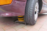 Gas und Bremse verwechselt: Zwei Zeugen retten sich durch Sprung vor Autofahrer (88)