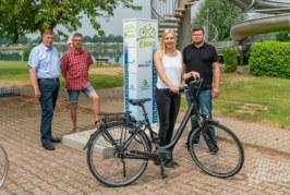 Stromtankstelle am Doktorsee: Stadtwerke Rinteln eröffnen Ladestation für E-Autos und E-Bikes