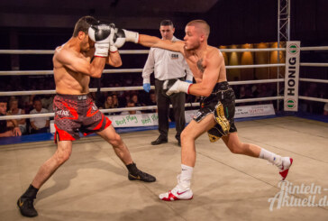 Der Brückentorsaal bebt: Piergiulio Ruhe gewinnt Profi-Boxkampf in Rinteln