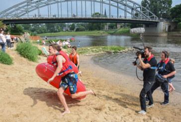 Dreharbeiten fortgesetzt: NDR-Team filmt Badeinsel-Regatta am Bodega Beach Club